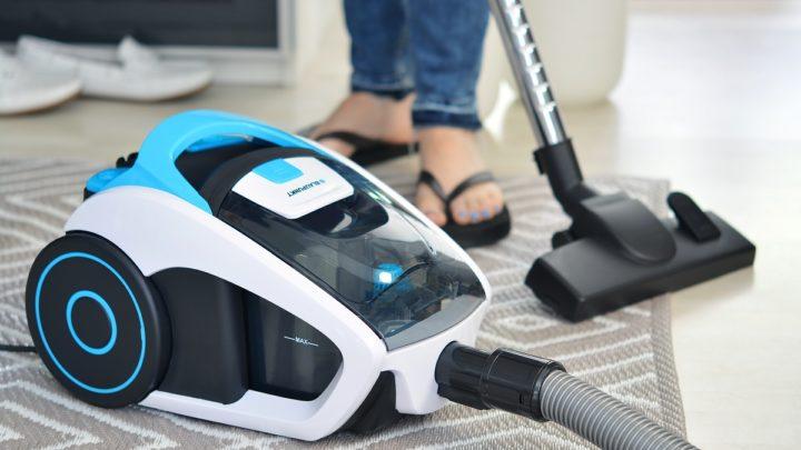 Urządzenie do czyszczenia podłóg na mokro – zastosowanie i właściwości